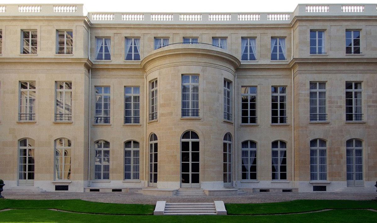 <p>Rue de<br /> l'Université</p>